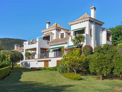 Beautiful villa with sea and mountain view in La Zagaleta