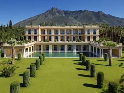 Unique palatial estate in an ideal location