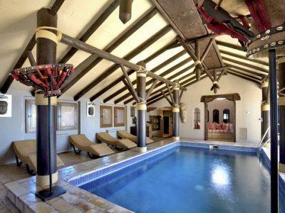 Stunning beachfront mansion in prime location 10