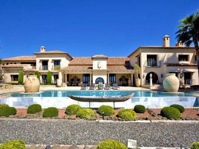Stunning beachfront mansion in prime location 11