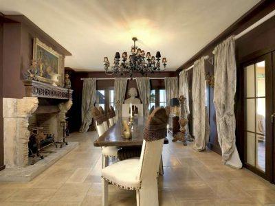 Stunning beachfront mansion in prime location 04