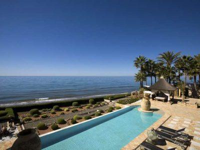 Stunning beachfront mansion in prime location 06