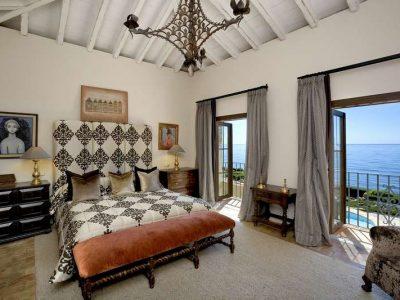 Stunning beachfront mansion in prime location 08