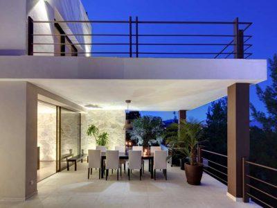 Stunning frontline golf villa with panoramic views 10