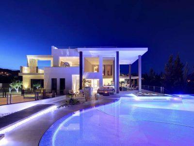Stunning frontline golf villa with panoramic views 11