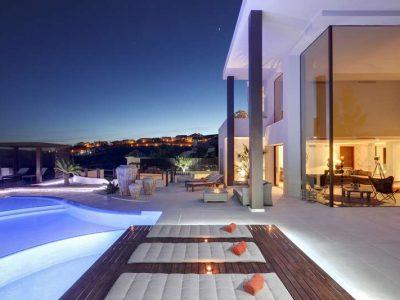 Stunning frontline golf villa with panoramic views 09