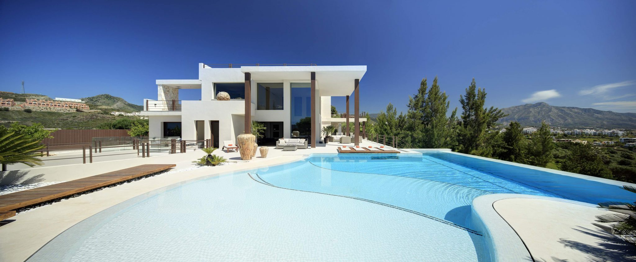 Stunning frontline golf villa with panoramic views