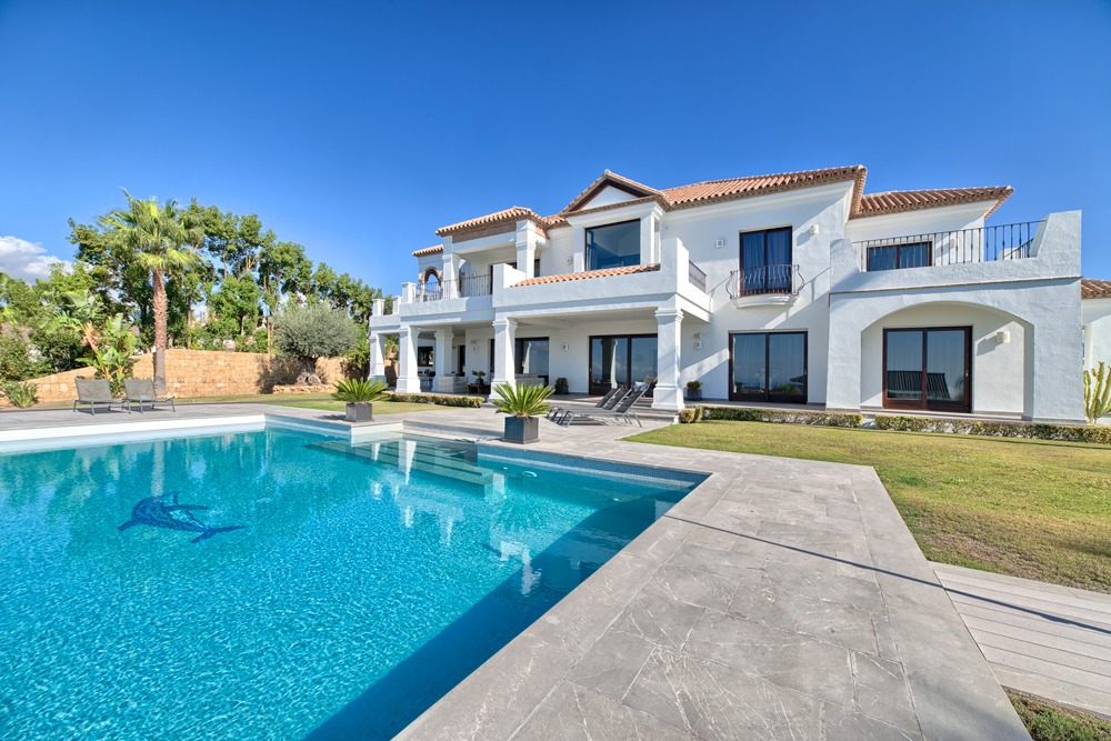 Top quality villa in a golf valley